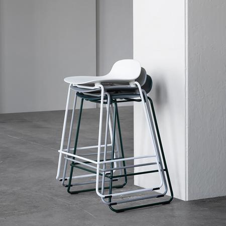 Barhocker Form mit Stahlgestell