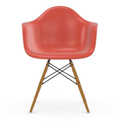 Vitra Eames Plastic Armchair DAW ohne Polster  Holzuntergestell Esche Honigfarben / 65,  Poppy Rot / 03,  Weisser Gleiter für Hartböden