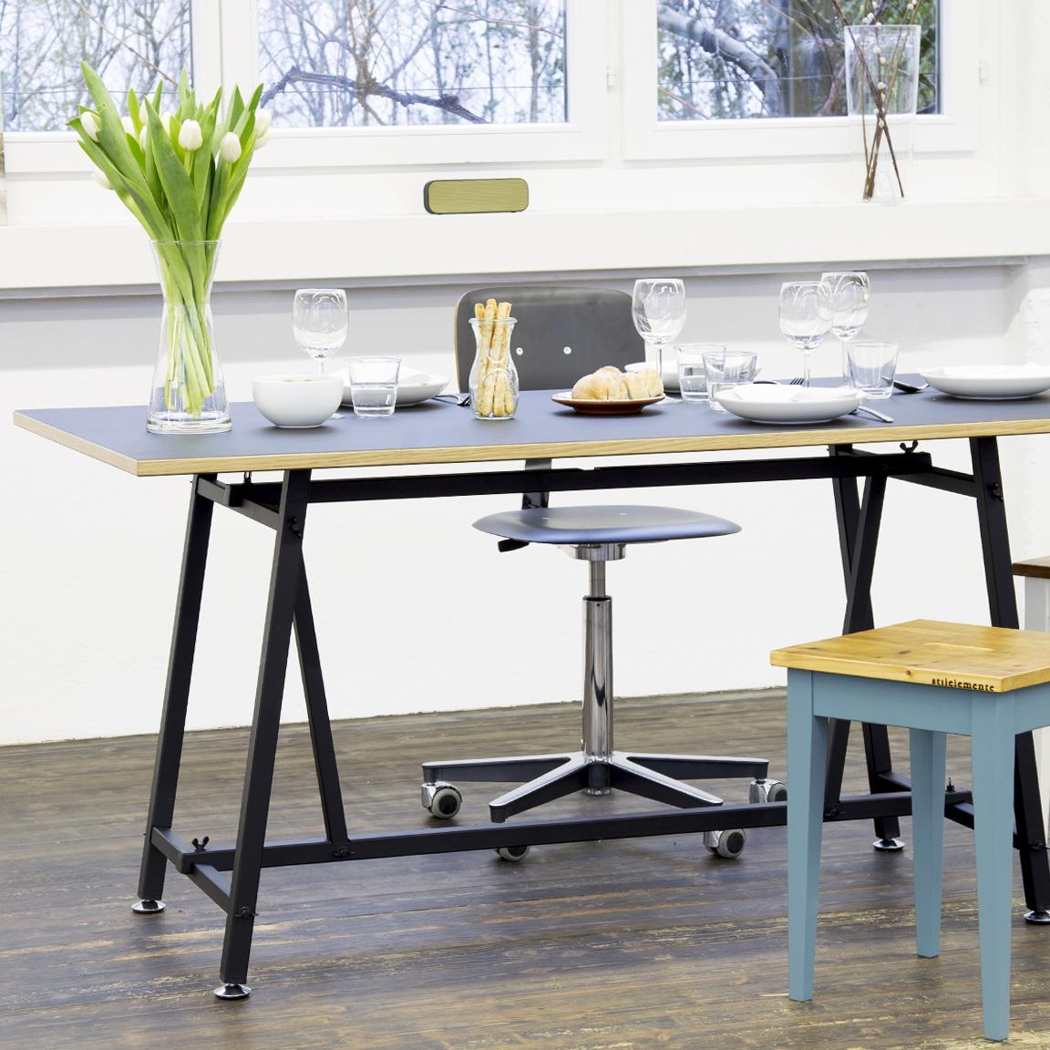 Der Ateliertisch von Embru