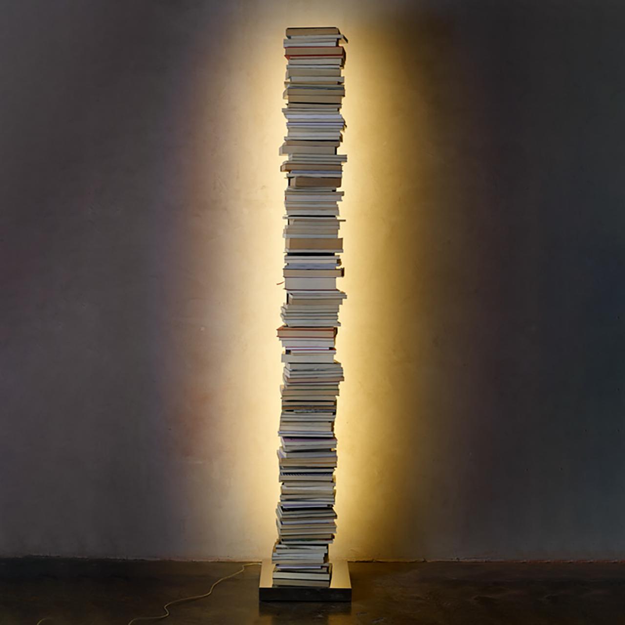 Bücherturm Ptolomeo Luce von Opinion Ciatti