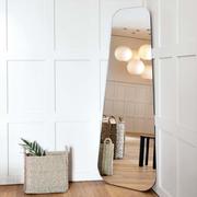 Spiegel 'Lean' für Raumecken