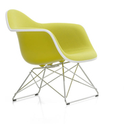 'Eames Plastic Armchair LAR' mit Vollpolster