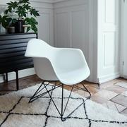 'Eames Plastic Armchair LAR'