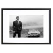 Daniel Craig als James Bond - Bild mit Holzrahmen / 50 X 70