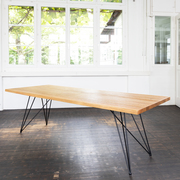 Einzelstück: Stilvoller Tisch 'GN 01 Stilt'