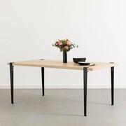 Esstisch mit Holzplatte und Stahlbeinen