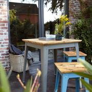 Quadratischer Outdoor-Tisch '6Grad' mit Eichenholz